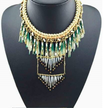 Load image into Gallery viewer, Green Etnic Tassel Necklace