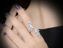 Load image into Gallery viewer, Spirale Crystal Leaf Ring