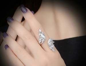 Spirale Crystal Leaf Ring