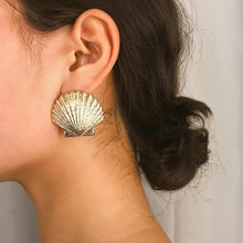 Load image into Gallery viewer, Gold Shell Earrings
