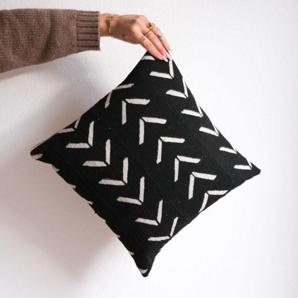 Cushion cover BOGO black arrow