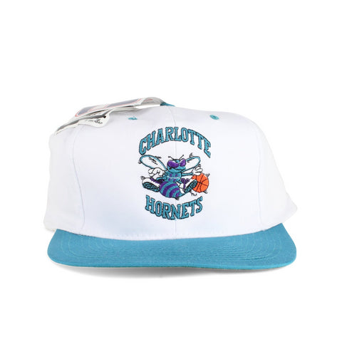 Vintage NBA Team Front Image of the Charlotte Hornets Snapback Hat Made in 1994 By Logo7 with white and mint colorway