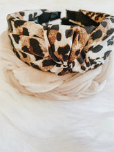 Load image into Gallery viewer, Leopard Knot Headband