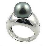 BLACK PEARL RING .
