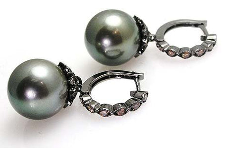 BLACK PEARL EARRINGS .