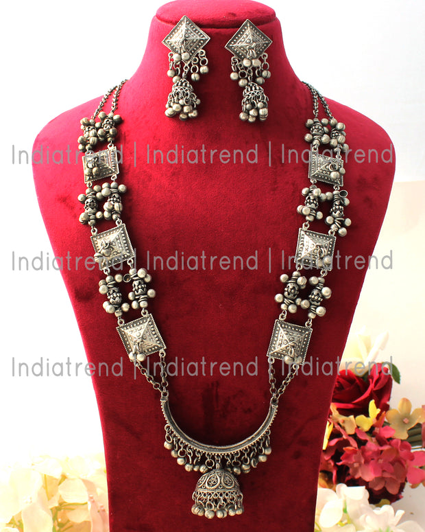 Mrinal Necklace Set
