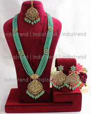 Parinaaz Necklace Set