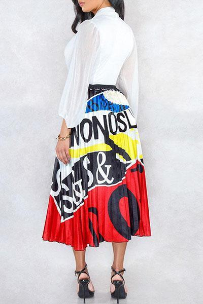 Graphic Printed Pleated Skirt