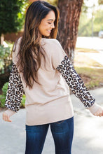 Load image into Gallery viewer, Criss-Cross Leopard Sleeve Top