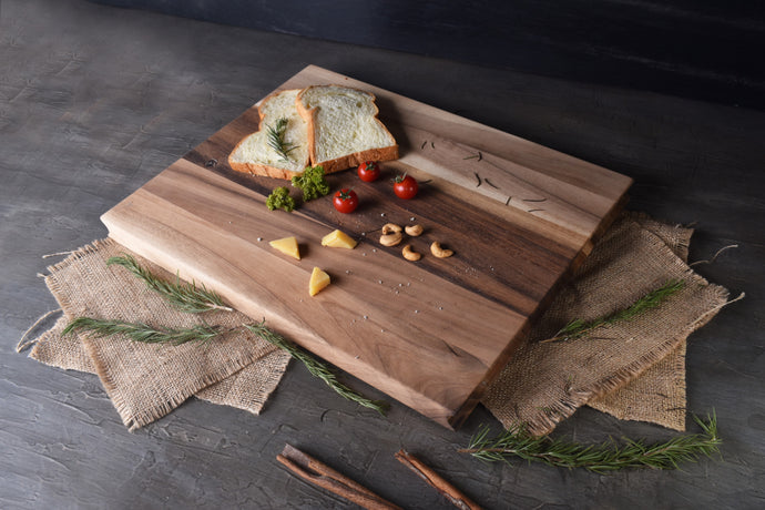 Colby Cutting Board Acacia Wood