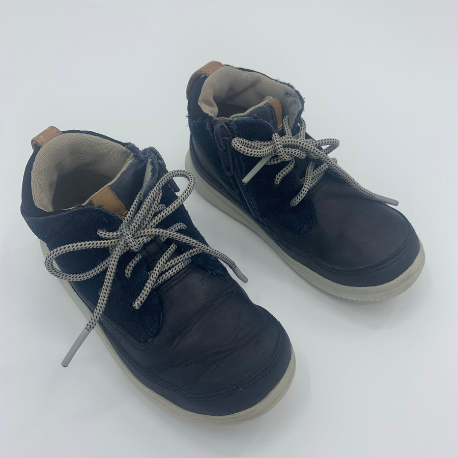 Hardly Worn Clarks navy high tops size UK 6F