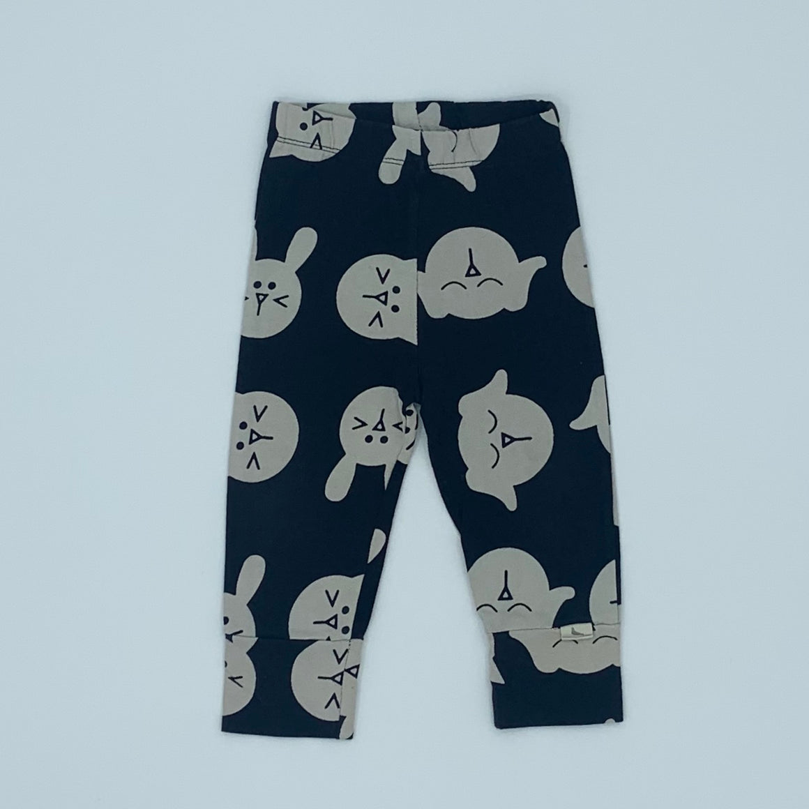 Hardly Worn Turtledove London black dog leggings size 6-12 months