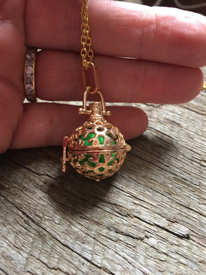 Essential Oil Pendant Gold Filigree Ball Pendant Aromatherapy Diffuser Necklace
