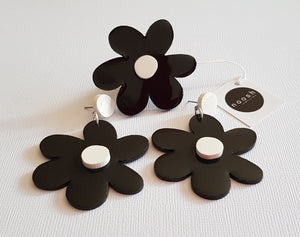 Black Stud Top Blooms