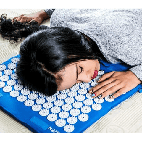 "Image of Extra Long 51"" & 12,000 Spikes Acupressure Mat Set for Back Pain Relief & Muscle Relaxation. Free Massage Ball, Travel-Size Mat & Carrying Bag (Blue)"