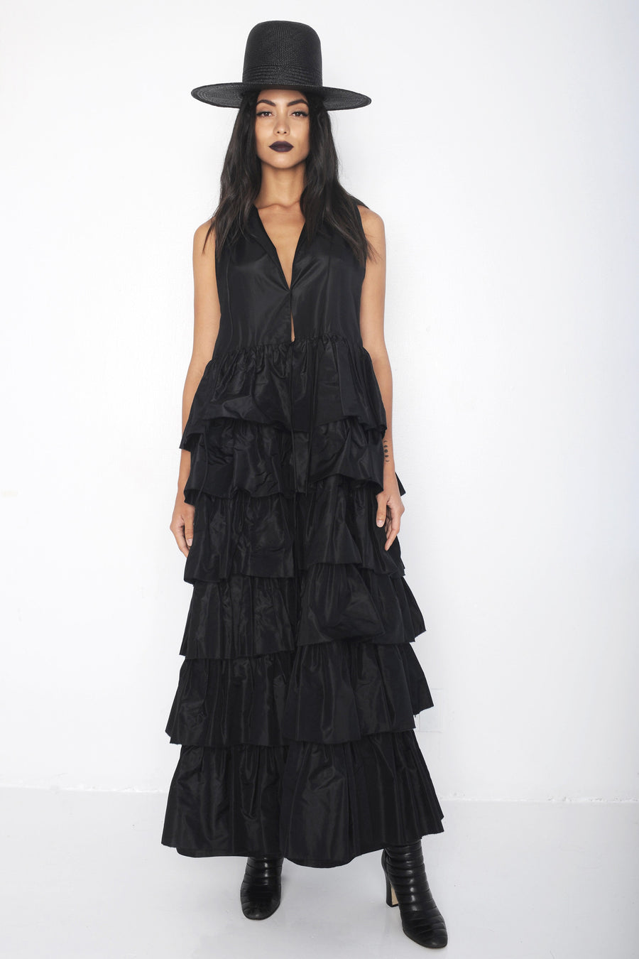 Monic IMG Model Wendy Nichol Clothing Designer Ready to Wear Fashion Runway Show SS16 Guardians of Light Dusk Ruffle Dress Modern Sleeveless Silk Layered Ruffles Handmade in NYC Black Straw Wide Brim Hat
