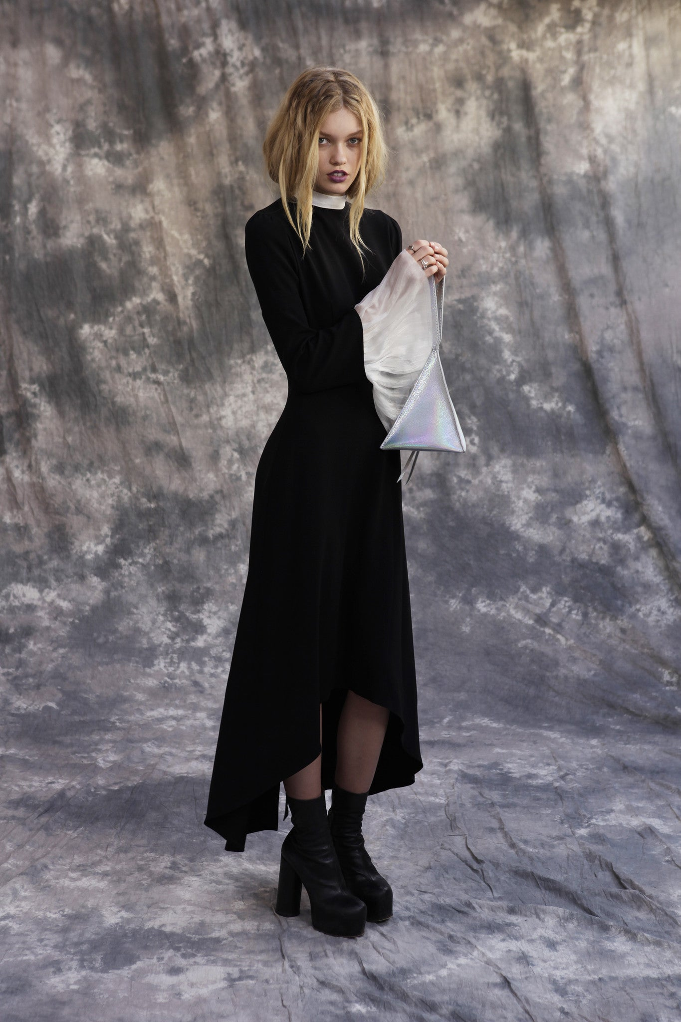 Maggie Laine IMG model Wendy Nichol SS17 Fashion Show Death Valley Triangle Pyramid shape leather bag Wide Leather choker Devil Star Triangle Bag
