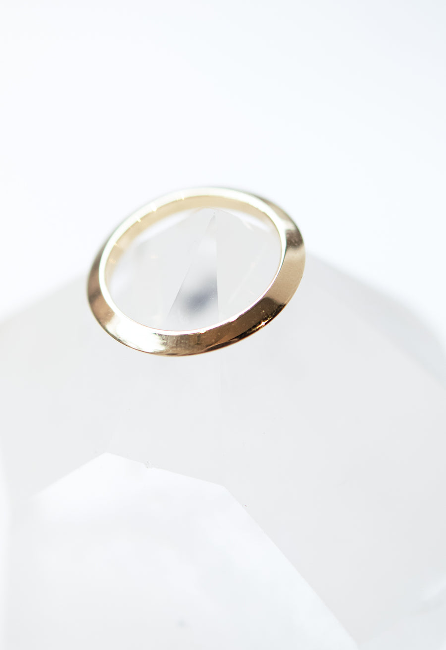 Knife Edge Single Precious Orbit Ring