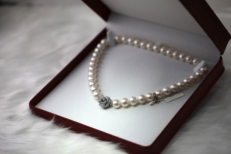 a pearl necklace in a jewelry box