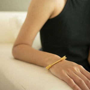 Open image in slideshow, FOLLOW YOUR ARROW SCREW BRACELET