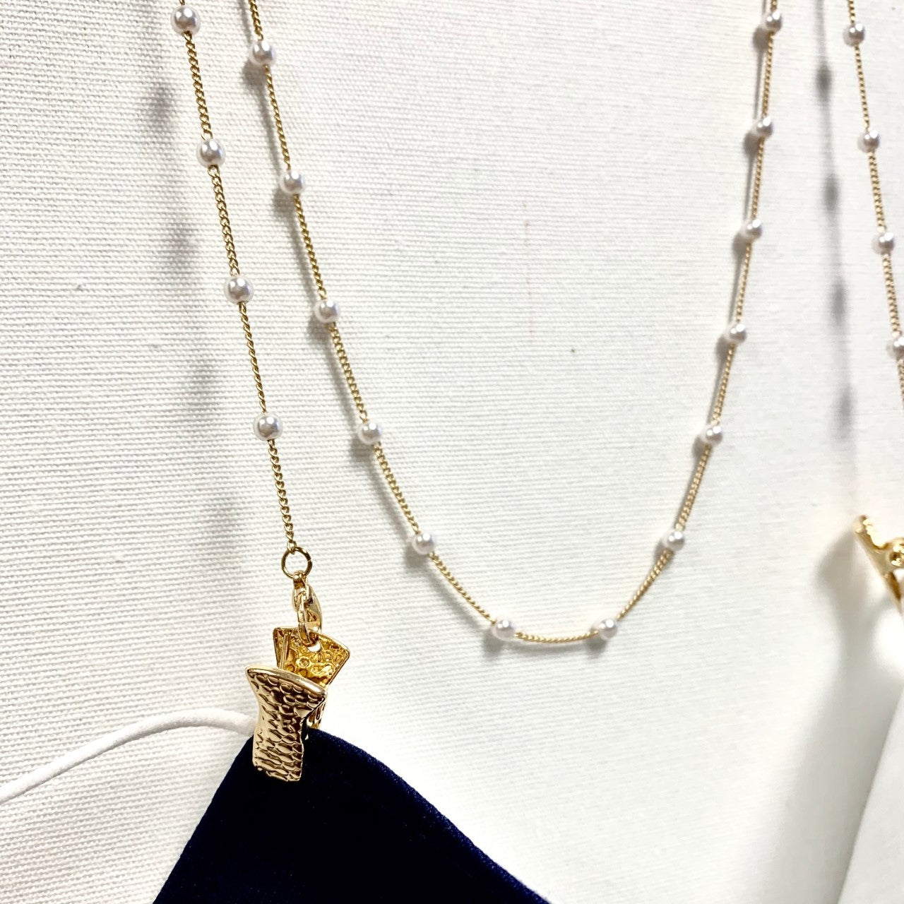 GOLD CHAIN WITH PEARL MASK CHAIN