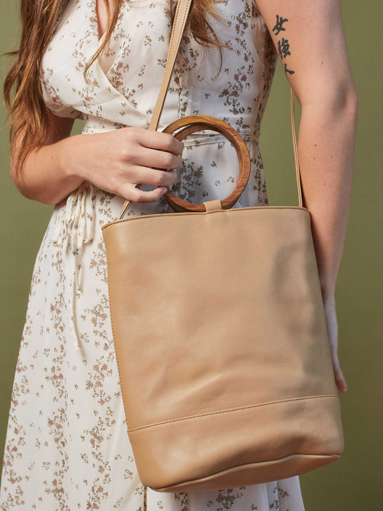 Leather-Tote and Crossbody-Handbag-Cappucino-Bag-by-PaytonJames-Nashville-designer model wearing bag