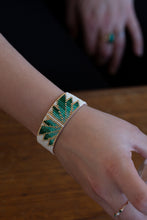 Load image into Gallery viewer, Bracelet Green Daisy