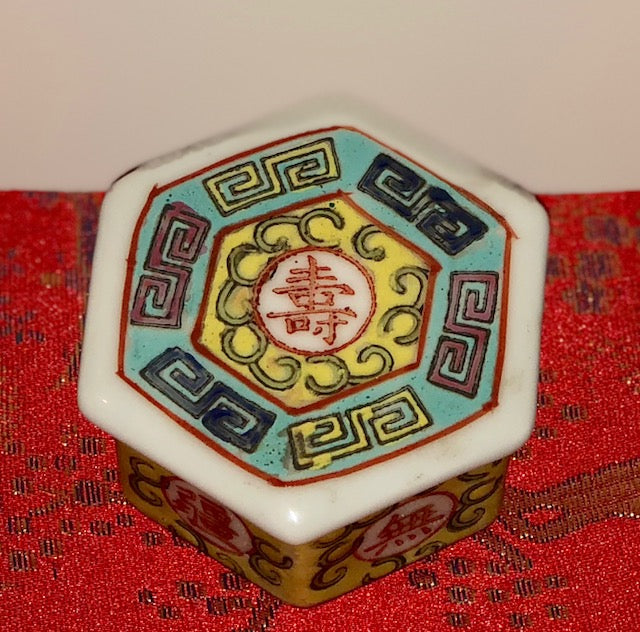 Chinese Porcelain Trinket Box - Early Republic Period