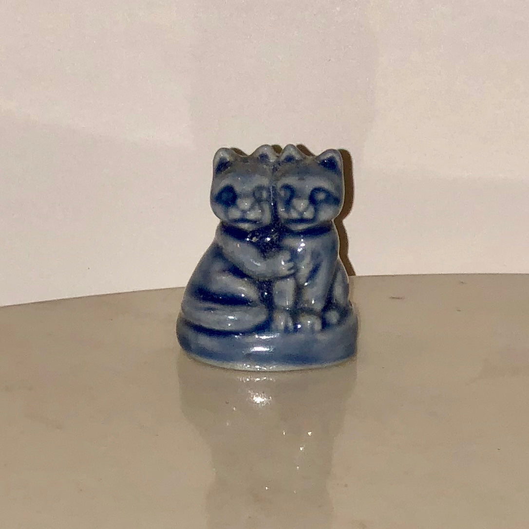 Wade England Miniature Figurine - Hugging Cats
