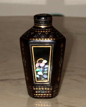 "Antique Lacquer ""Lac Burgaute"" Snuff Bottle"