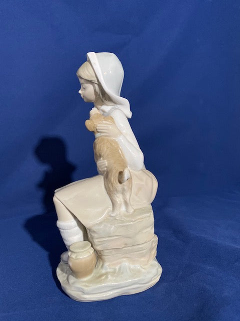 Lladro 4910 Girl with Lantern Figurine