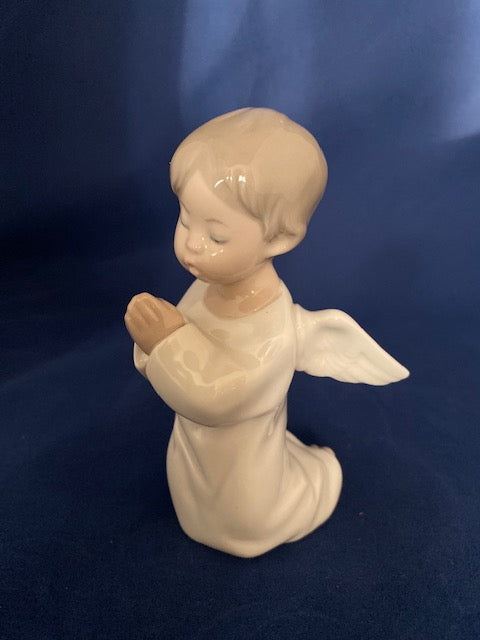 Lladro 4538 Angel Praying