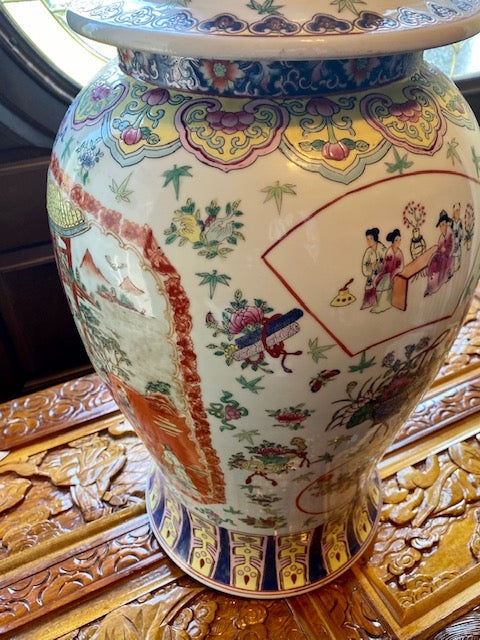 20th C Rose Medallion 100 Antiques Lidded Urn