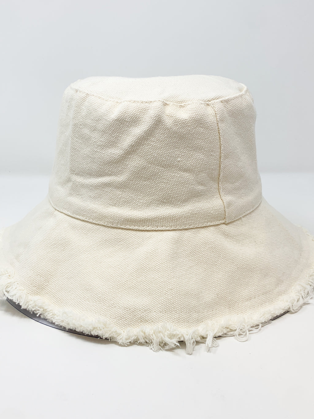 Frayed Canvas Bucket Hat in Ivory