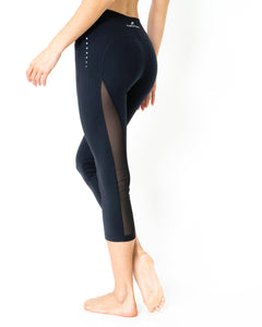 L'espace Low-Waisted Capri Leggings with Mesh Panels and Reflective Strips - Savoy Active