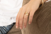 Load image into Gallery viewer, The Bubble Signet Ring-2 diamonds