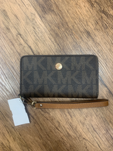 Load image into Gallery viewer, Michael Michael Kors Leather Wristlet