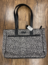 Load image into Gallery viewer, Vera Bradley Large Handbag