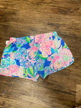 Load image into Gallery viewer, Lilly Pulitzer Athletic Shorts Size 8 (29)