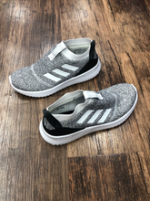 Load image into Gallery viewer, Adidas Sneakers Size 6