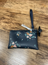 Load image into Gallery viewer, Coach Leather Wristlet