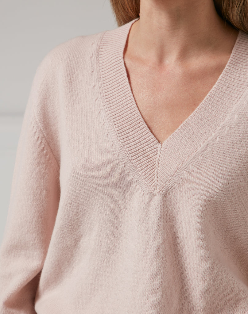 The V NECK - Blush
