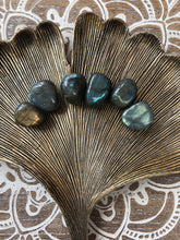 Load image into Gallery viewer, Labradorite