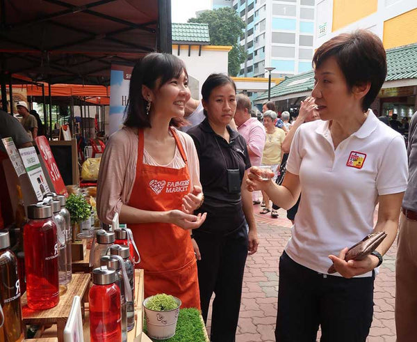Minister Josephine Teo Enjoying Restoration Essence At Farmer's Market
