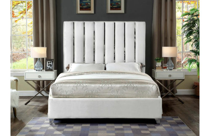 Daelyn White Bed