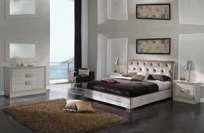 Alayna Modern Bedroom Set