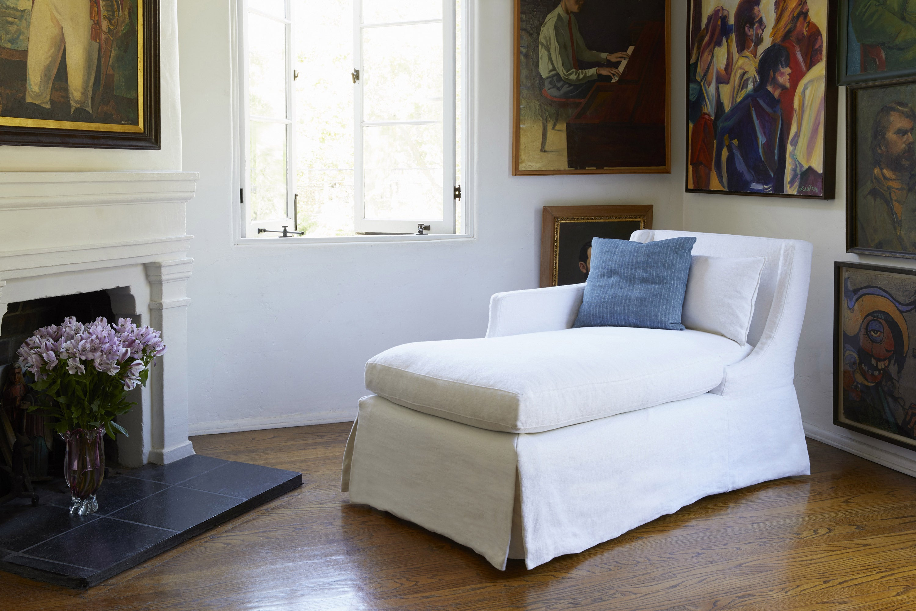 Product shot of Amalia Daybed