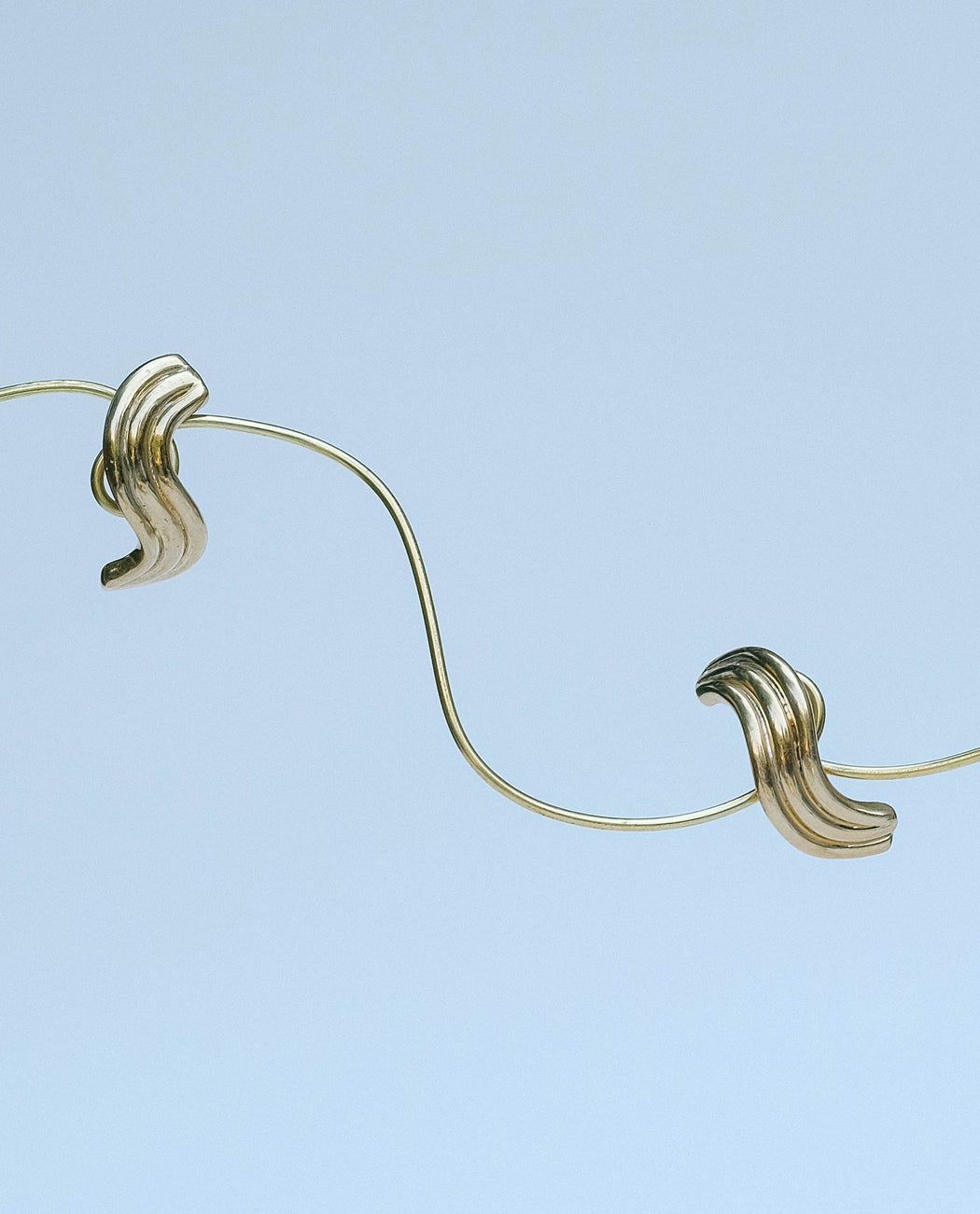 Luiny Waves Earrings Brass Pair