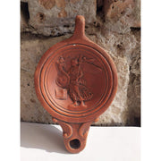 Lucerna Dea Fortuna in Terracotta rossa - Museum-Shop.it
