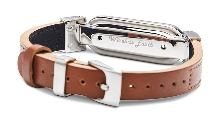 wireless_earth_bracelet_leather_friar_brown_back_5g_technology